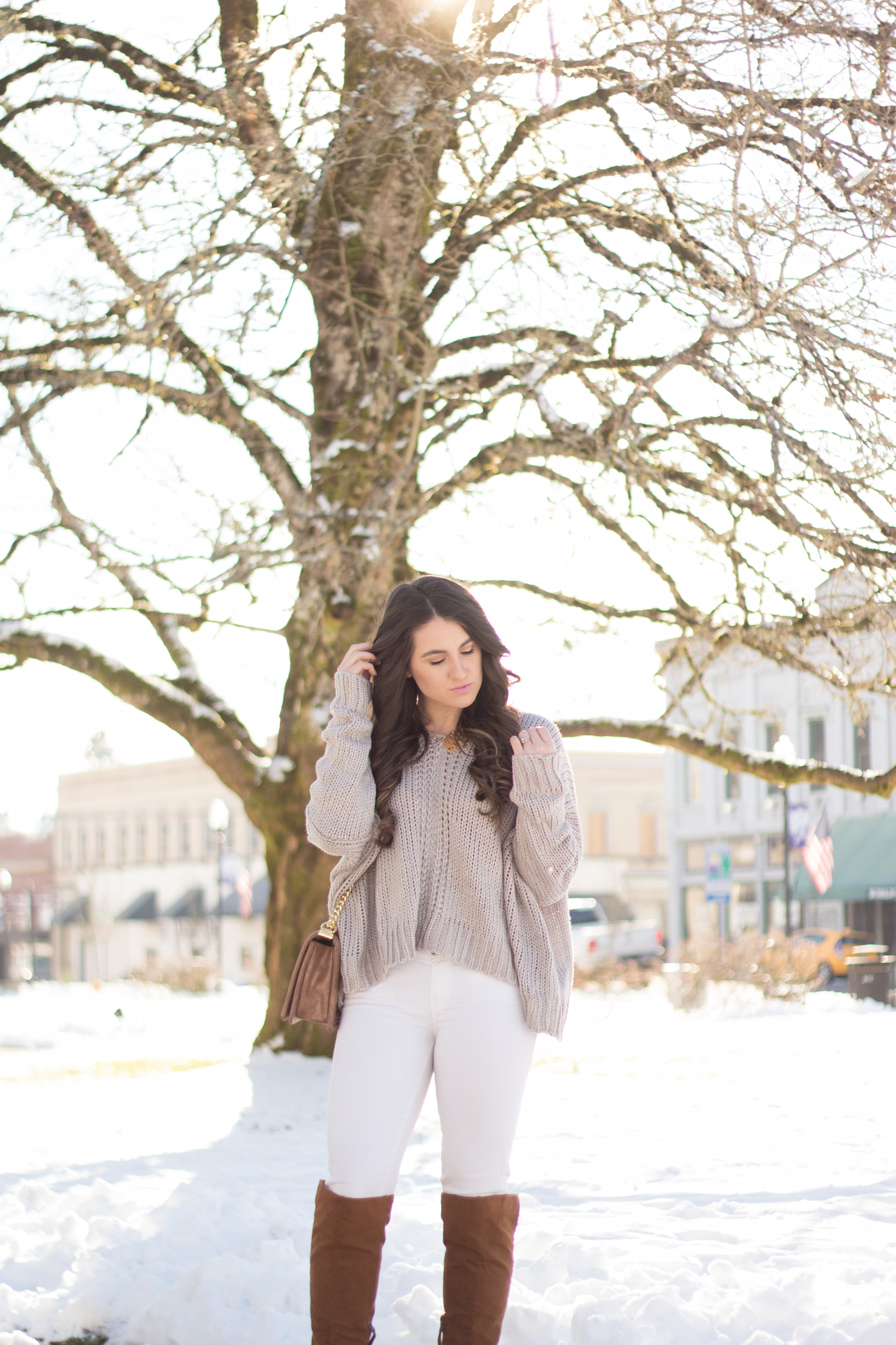The perfect Winter look in this oversized grey sweater and over the knee boots.