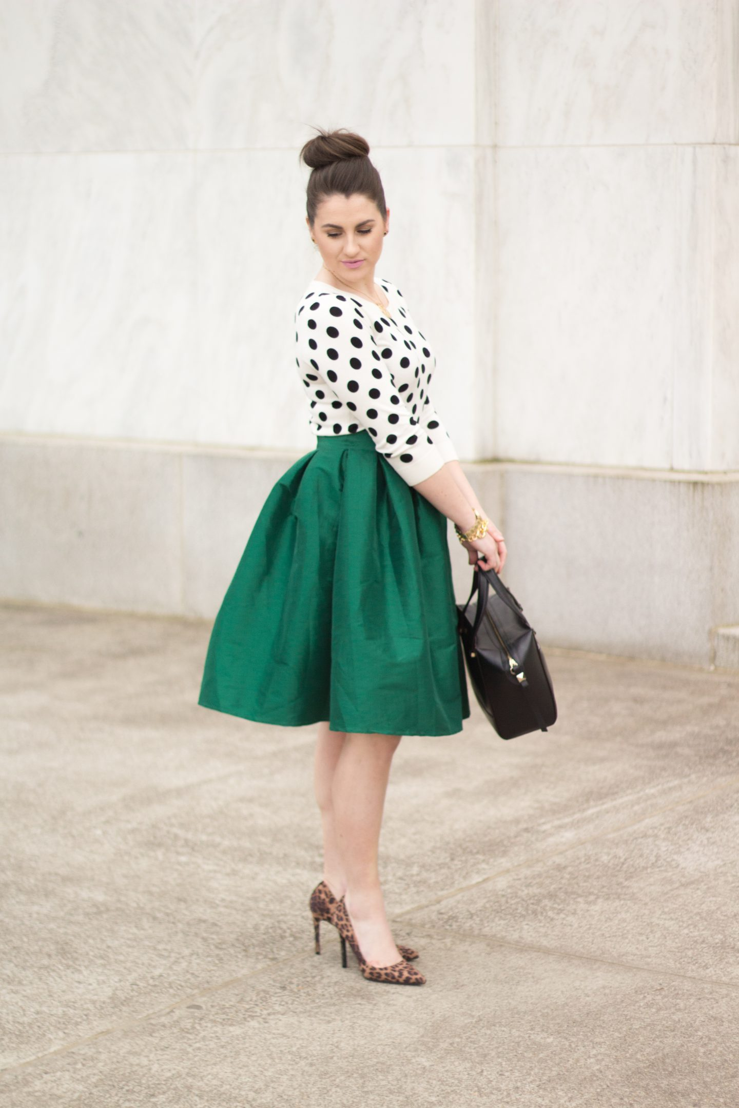 20 Incredible Outfits With Polka Dot Off The Shoulder Tops photo