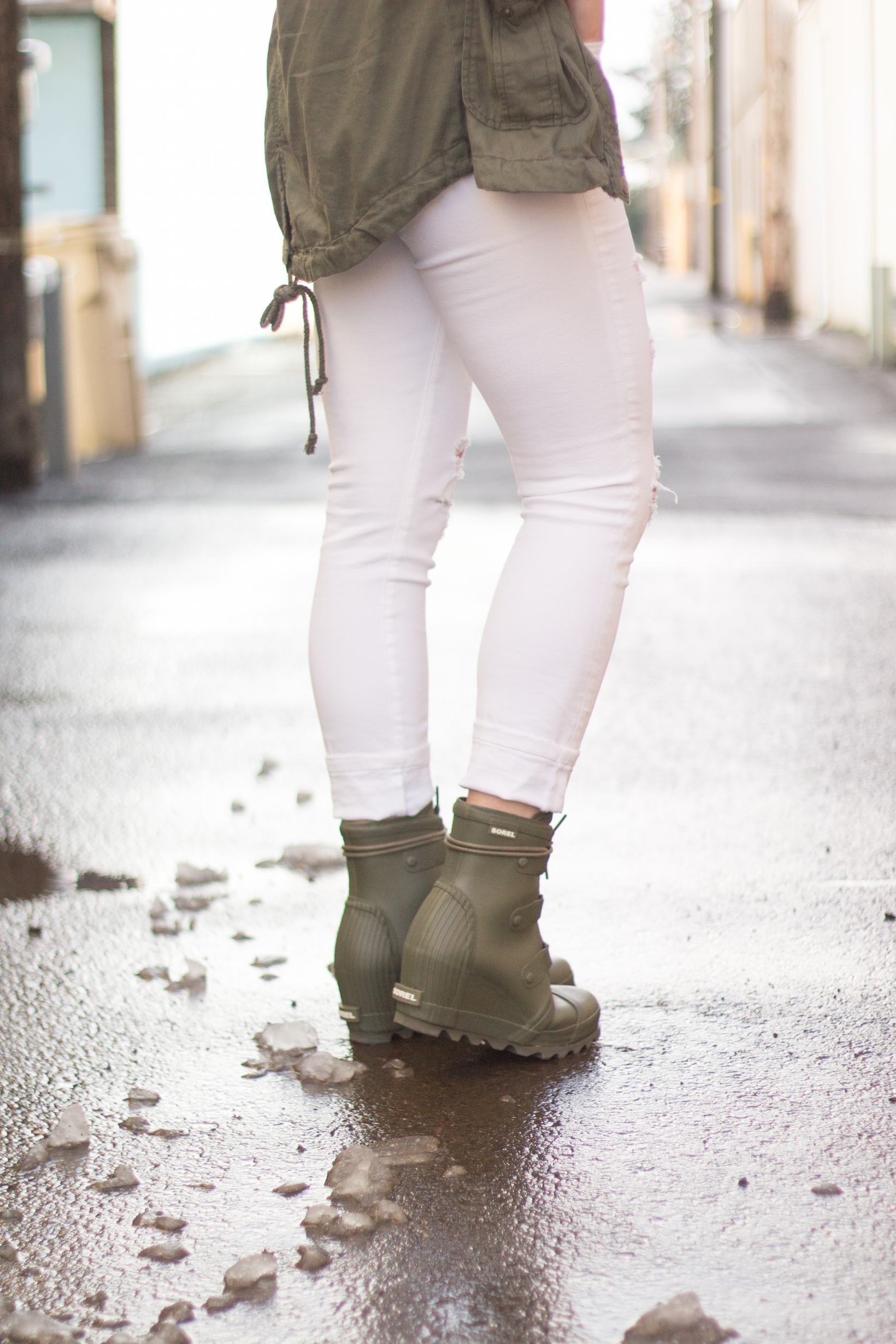 ee89a379875 Green sorel boots styled popular portland fashion blogger topknots and  pearls jpg 1640x2460 Sorel spring